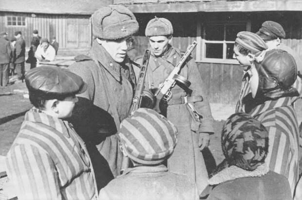 73 года назад советские войска освободили Освенцим