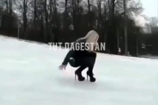 «Дрожу, но моду держу»: гламурная «фигуристка» на шпильках насмешила жителей Дагестана