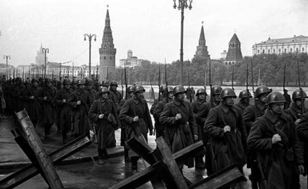На фото: Москва. 1941 год. День памяти и скорби ( 22 июня). В этот день в 1941 году началась Великая Отечественная война.