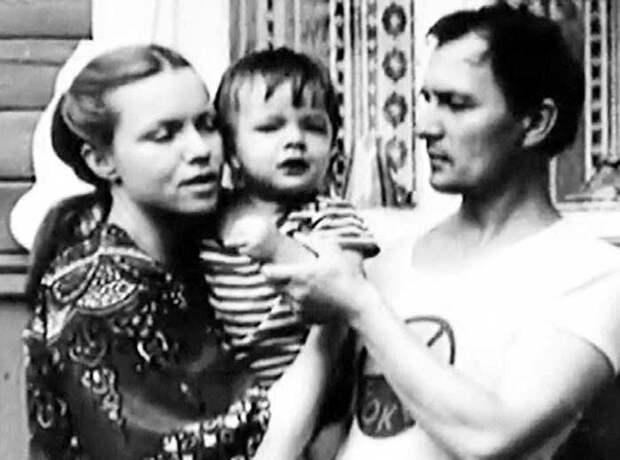 Валентина Теличкина и Владимир Гудков с сыном   Фото: eg.ru
