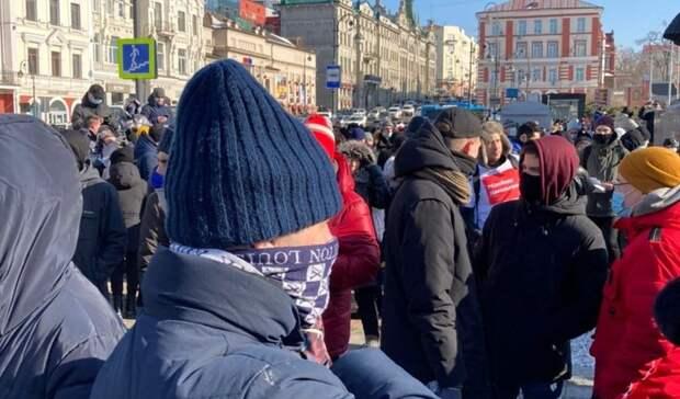 Расходимся: участники несанкционированного митинга воВладивостоке уходят сплощади