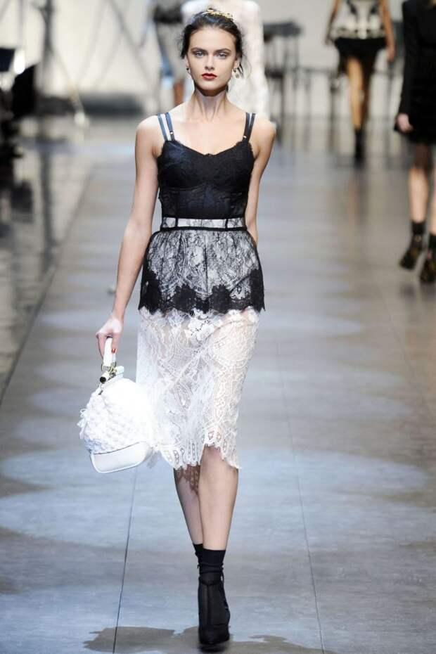 Модная женская одежда в бельевом стиле: мода 2021-2022