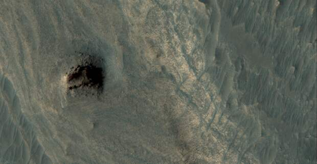 На Марсе нашли стену из мегалитов.