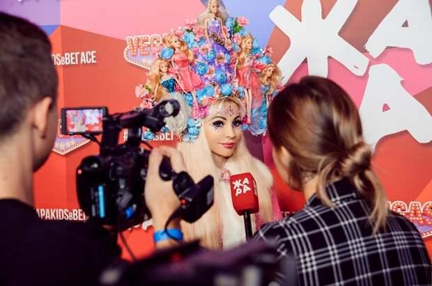 Праздничный концерт телеканала Жара TV прошел с участием Тани Тузовой Русской Барби