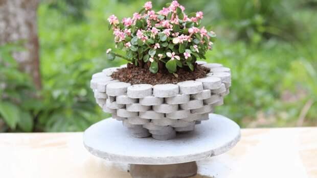 Красивое украшения для сада с необычной техникой сборки