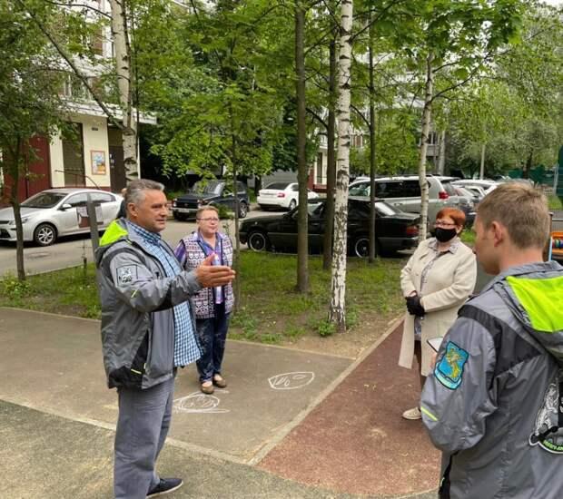 Детскую площадку на Римского-Корсакова оградят от проезжей части