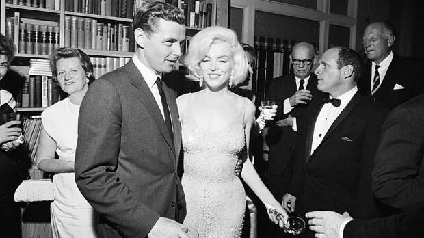 Феномен Мэрилин Монро: как самая яркая блондинка Голливуда стала иконой поколения
