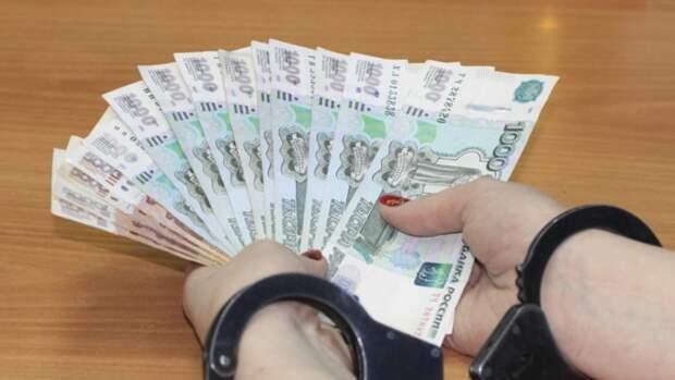 """Специалист """"Алтайкрайэнерго"""" предстанет перед судом за крупную взятку"""