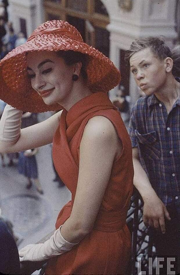 Ив Сен Лоран с показом Cristian Dior в Москве. Уникальные фото 1959 года