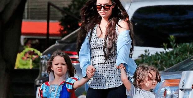 Меган Фокс объяснила, почему ее сын носит платья