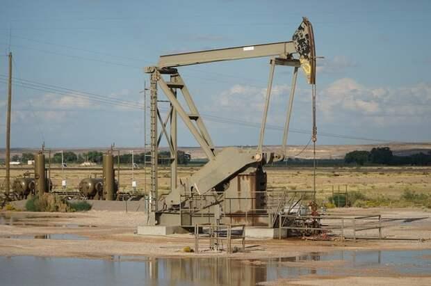 Цены на нефть упали на фоне введения санкций США против Ирана