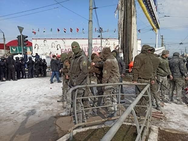 Слышны выстрелы и взрывы: в Харькове начались беспорядки из-за сноса рынка «Барабашово»
