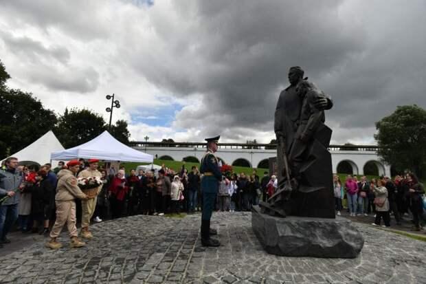 Опубликовали видеосюжет об истории памятника ополченцам в парке «Акведук»