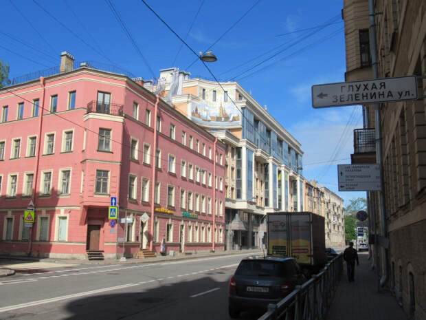 На Петроградской, у Малой Невки