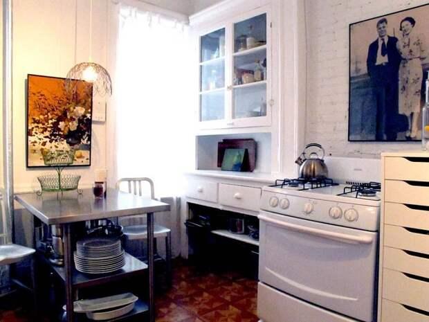 Интерьер кухни оформлен в светлых тонах, что создаст светлую и прекрасную обстановку.