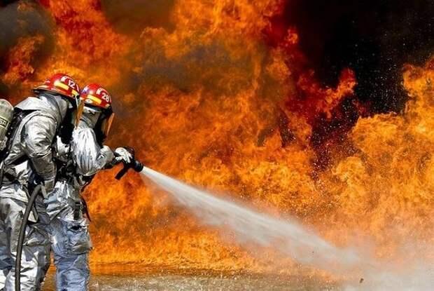 Пожар вспыхнул на нефтеперерабатывающем заводе в США