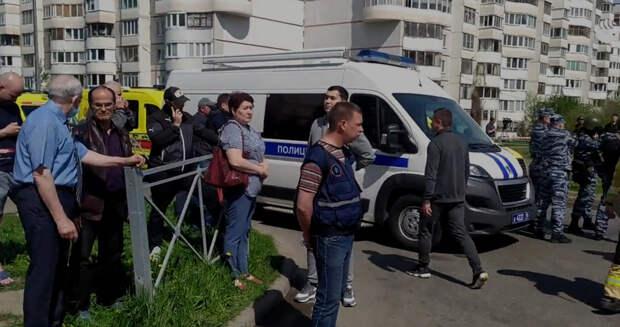 «Никому не открывали дверь, но в неё ломились». Что говорят очевидцы о нападении на гимназию в Казани