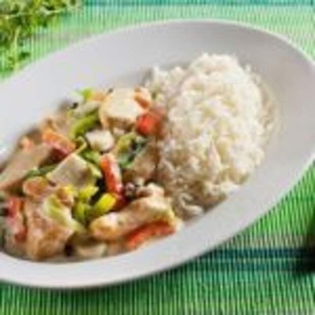 Курица с овощами и рисом.