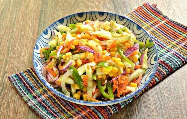 Мясной салат с перцем и кукурузой