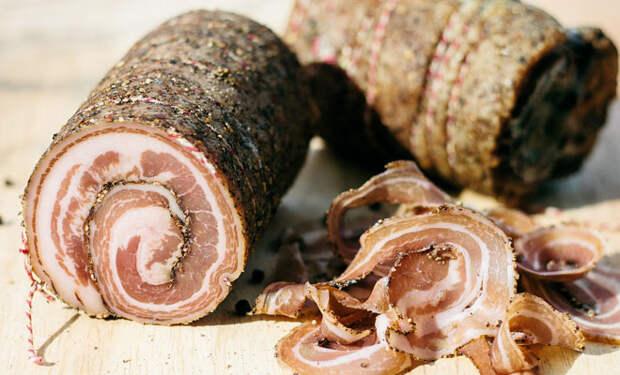 Сыровяленая свиная колбаса по испанскому рецепту: делаем из 1 кило свиной грудинки