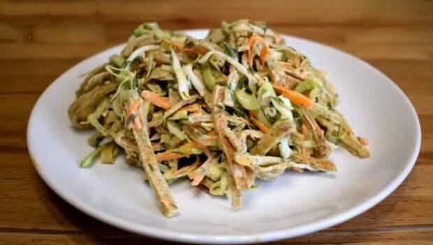 Салат из капусты: так готовила моя прабабушка, потом бабушка, готовит мама и теперь так готовлю я. Делюсь рецептом