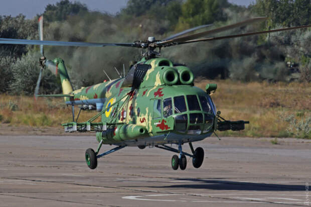 На Украине вертолет Ми-8Т модернизировали в летающую ракетную батарею