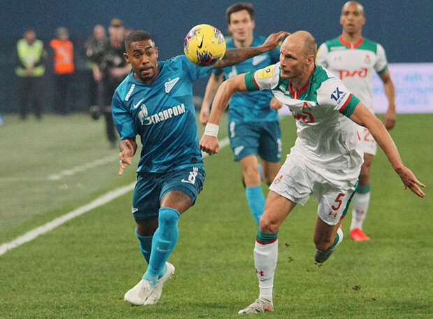 Уже в середине матча с «Ротором» Семак занялся подготовкой к «Локомотиву»