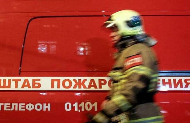 Масштабный пожар охватил склад в Подмосковье