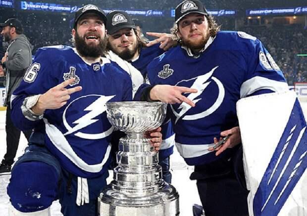 Хоккеисты «Тампы» Василевский, Кучеров и Сергачев начали тур Кубка Стэнли в Москве