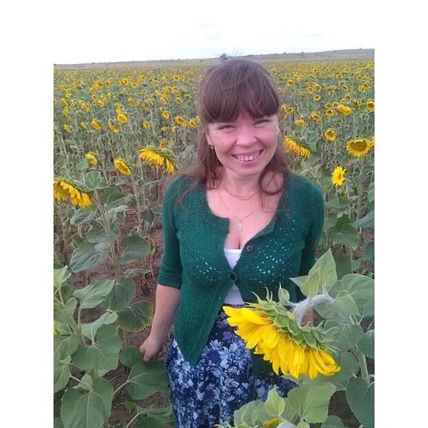 Селяночка в подсолнуховом поле девушки, деревня, жизненно, правда, село