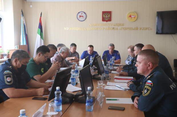 МЧС России продолжает работу по защите населенных пунктов от лесных пожаров в Якутии