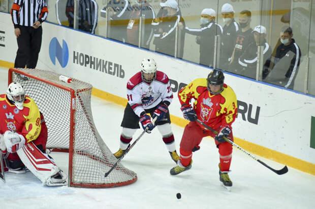 В Сочи хоккеисты Северного флота провели первые свои игры в фестивале «Ночная хоккейная лига»