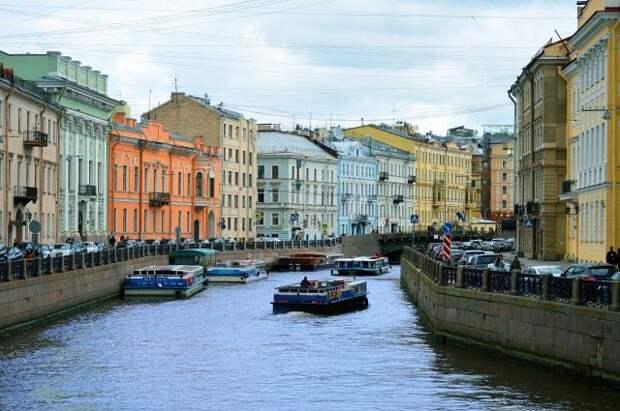 В Санкт-Петербурге из-за ливня подтоплены улицы