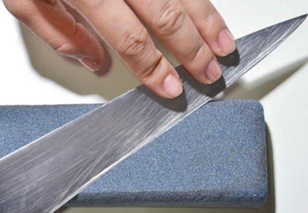 Старый нож стал резать как новый: затачиваем с водой за 3 минуты