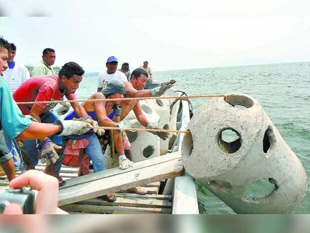 Кстати, знаете зачем скинули у берегов Гондураса 55 бетонных форм?.. Ради кораллов бетон, дизайнерские штучки, из бетона, крутые штуки, необычно, необычные вещи