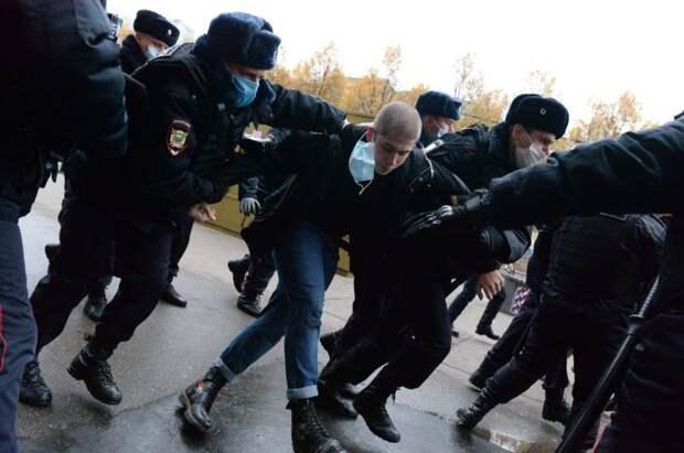 Московская полиция задержала националистов у приёмной ФСИН