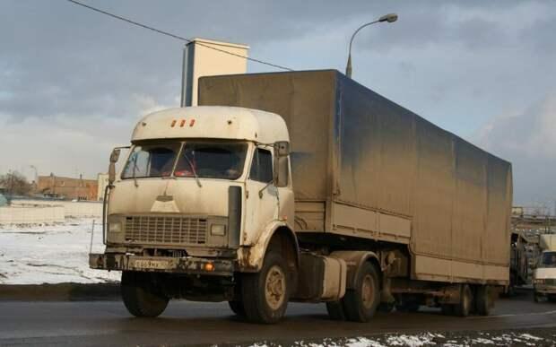 А его собрат из Московской области, наоборот, мог бы служить примером удачного «апгрейда» для самого завода. 90-е, грузовик, дальнобойщики, тюнинг