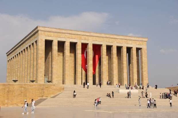 Мавзолей Ататюрка в Турции.