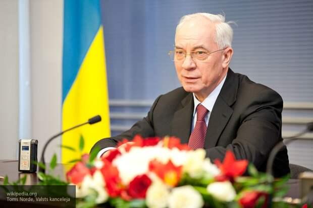 Азаров считает Украину «деградирующей колонией США»