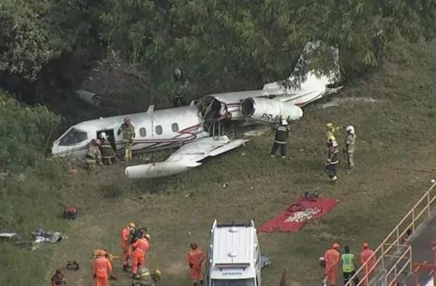 При посадке в бразильском аэропорту разбился легкий реактивный самолет