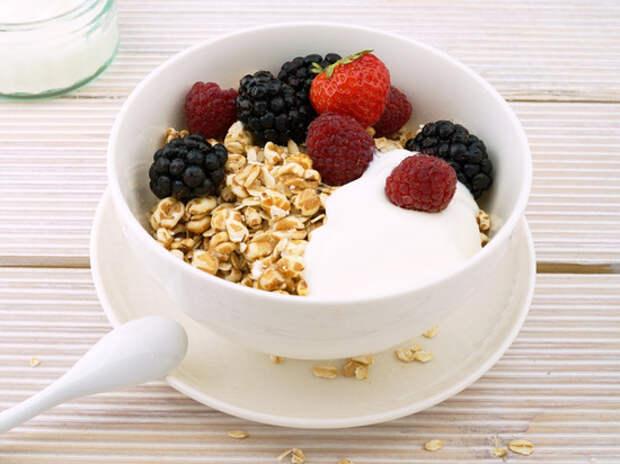 Названы простые и полезные добавки к утренней каше