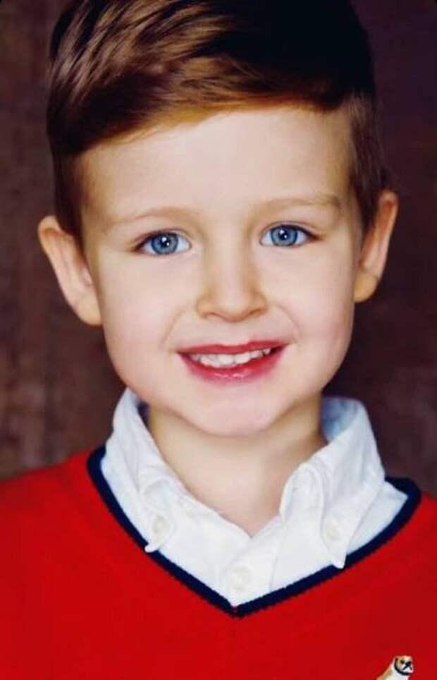 Ляйсан Утяшева и Павел Воля опубликовали фотографии подросшего сына Роберта