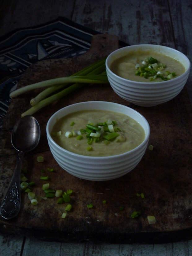 Вишисуаз (фр. Vichyssoise) — луковый суп-пюре