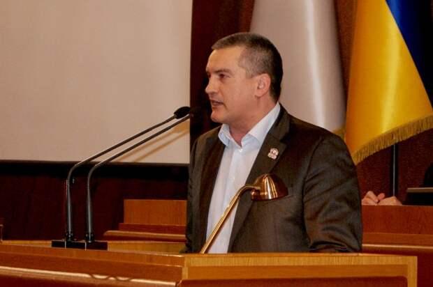 Аксенов указал на отсутствие регистрации у меджлиса
