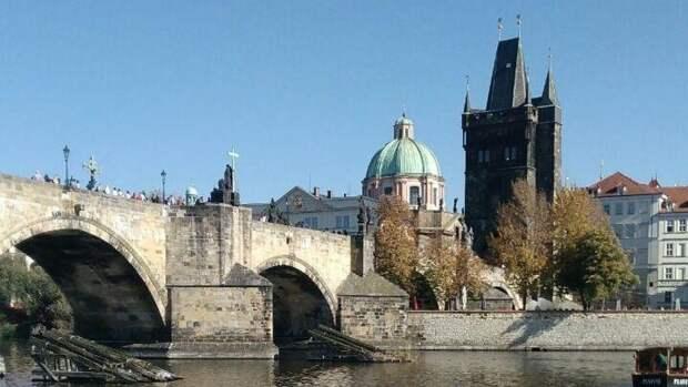 Президент Чехии озвучил новую версию о взрывах на складах во Врбетице