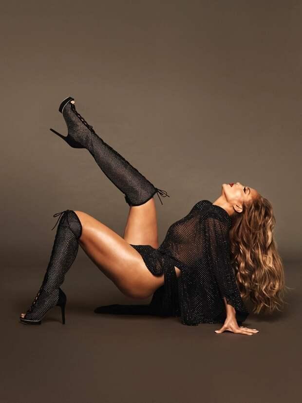 Сногсшибательно: Дженнифер Лопес снялась вфотосессии для новой коллекции своей линии обуви