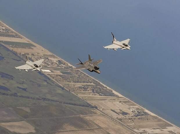 В авангарде: Неоднозначный вклад в будущее боевой авиации НАТО