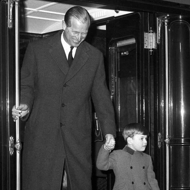«Я — чертова амеба. Я единственный мужчина в стране, который не может дать фамилию собственным детям». Принц ФИЛИПП. Часть 2