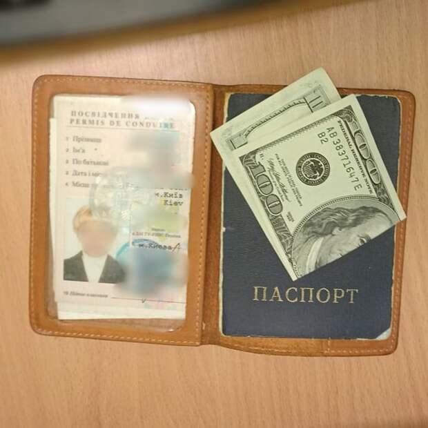 Жительница Украины за 100 долларов хотела попасть в Крым