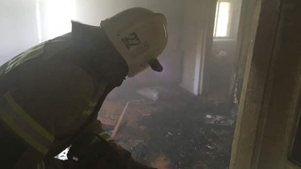 Из горящей квартиры в Феодосии спасли мужчину